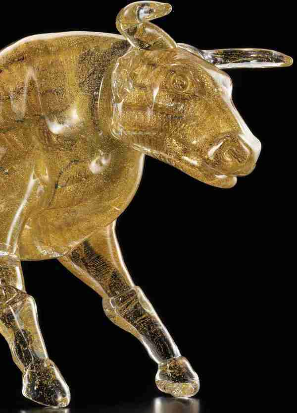 Beautiful hand made Murano glass bull with 24K gold leaf to stand out and give more importance to the sculpture.