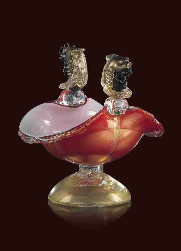 Venetian Moor's cup sculpture in Murano glass. The color of the sculpture is in red with 24K gold melted inside the glass.