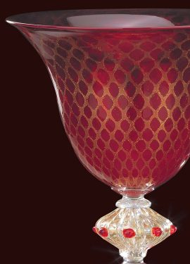Classic vase made of Murano glass, the effect given by 24K gold is in the shape of a