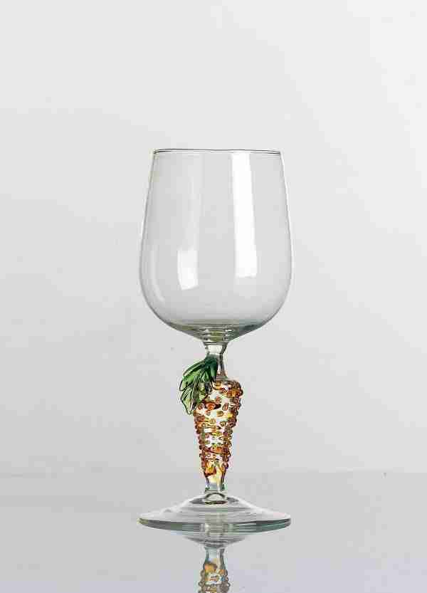 Glass for water handmade by our glass masters. The color of the drinker is transparent so you can bring out the color of what you are drinking.